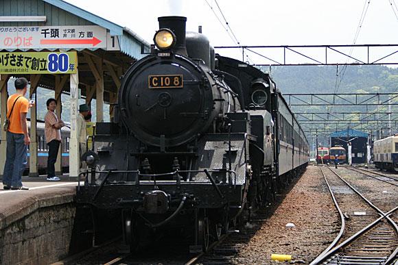 大井川鐵道のSL列車(新金谷駅)