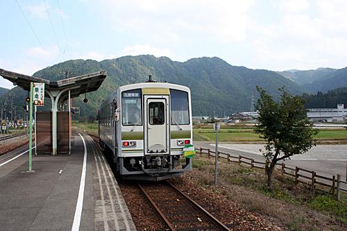 越美北線美山駅(平成18年)