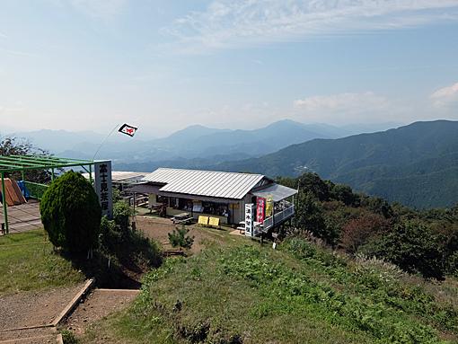 陣馬山頂から山梨県側の眺め