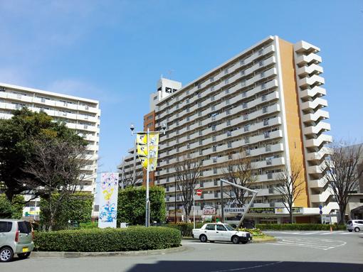 成瀬駅前に建つ高層住宅